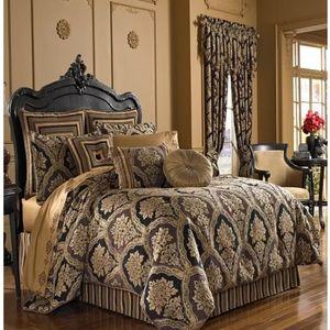 J. Queen New York Reilly Comforter Set